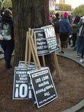 Signes de fascisme d'ordures, rassemblement d'Anti-atout, Washington Square Park, NYC, NY, Etats-Unis Image libre de droits