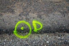 Signes de peinture d'inscription d'asphalte Photographie stock libre de droits