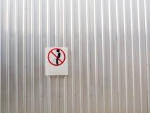 Signes de pipi de tabous sur le mur Photo libre de droits