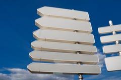 Signes de route blanc/poteau indicateur Photos libres de droits