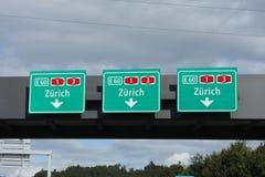 Signes de route suisses Images libres de droits