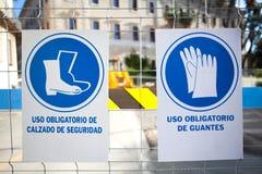 Signes de travaux publics, texte dans l'Espagnol Photographie stock