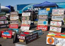 Signes des véhicules à moteur classiques Image stock