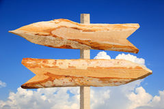 Signes en bois de flèche de directions Image stock