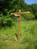 Signes en bois de flèche directionnelle de carrefour Images stock