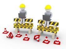 Signes en construction et deux travailleurs avec des ordinateurs portables Images libres de droits