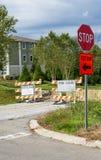 Signes fermés de route de détour photo libre de droits