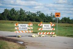 Signes fermés de route de détour Photo stock