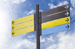 Signes informationnels en plastique avec des flèches Images stock