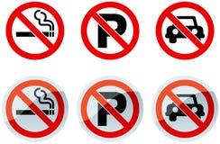 Signes non-fumeurs et de stationnement interdit Photo stock