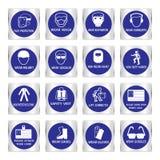 Signes obligatoires en métal utilisés dans des applications industrielles photographie stock libre de droits