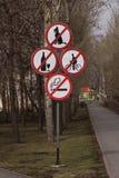 Signes prohibitifs images stock