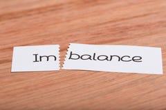 Signez avec le déséquilibre de mot transformé en équilibre images libres de droits