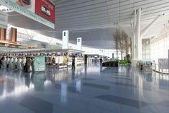 Signez contre à l'aéroport international de Haneda, Japon Photographie stock libre de droits