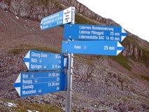 Signez dedans les Alpes suisses, Suisse Photographie stock libre de droits