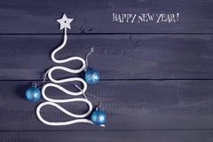 Signez l'arbre de Noël de symbole sur un fond en bois Une copie de l'espace L'idée d'une joyeuse nouvelle année Noël images stock