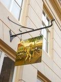 Signez la boutique de vin dans la ville néerlandaise de Heusden. Pays-Bas Image stock