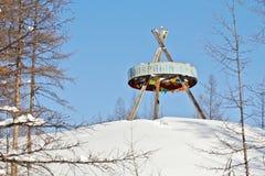 Signez le ` de cercle polaire de `, situé sur la route d'hiver, en croisant la ligne du cercle arctique Photographie stock libre de droits
