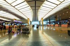 Signez les compteurs à l'aéroport international de Changi qui est situé à Singapour Photographie stock libre de droits