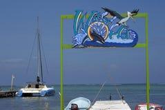 Signez plus d'une jetée en mer des Caraïbes Image libre de droits