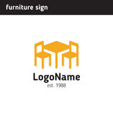 Signez pour une société de meubles, la table et deux chaises illustration libre de droits
