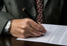 Signing a business contract Royalty Free Stock Images