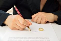 Signing divorce agreement Royalty Free Stock Images