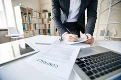 Signing papers Royalty Free Stock Photography