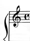 Signiture del clef agudo y del tiempo en el Libro Blanco imagen de archivo libre de regalías