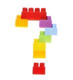 Signo de interrogación hecho de ladrillos del juguete Imágenes de archivo libres de regalías