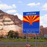 Signo positivo de Arizona en la frontera de estado Foto de archivo libre de regalías