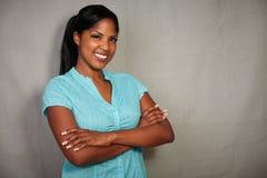 Signora africana carismatica che sorride alla macchina fotografica Immagini Stock