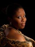 Signora africana in pelliccia Immagine Stock