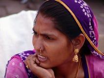 Signora al cammello giusto, Jaisalmer, India Immagini Stock