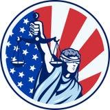 Signora americana Holding Scales della bandierina della giustizia retro Fotografie Stock