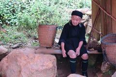 Signora anziana di Hmong in Sapa, Vietnam Immagine Stock