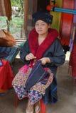Signora anziana nordica della tribù della collina della Tailandia Donne possibili di un Lizu Fotografia Stock Libera da Diritti