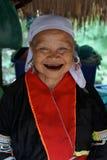 Signora anziana nordica della tribù della collina della Tailandia Fronte sorridente Immagini Stock Libere da Diritti