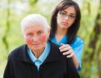 Signora anziana triste fotografie stock