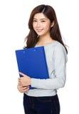 Signora asiatica con il cuscinetto dell'archivio Immagini Stock Libere da Diritti