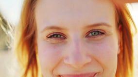 Signora bionda emozione Sorriso archivi video