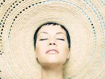Signora in cappello di paglia Fotografia Stock Libera da Diritti
