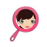 Signora che esamina specchietto Fotografia Stock