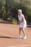 Signora che gioca tennis Fotografie Stock