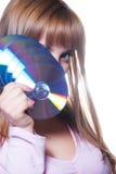 Signora che giudica un CD o un dvd, isolato su bianco Immagine Stock