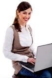 Signora che lavora al computer portatile Fotografia Stock Libera da Diritti