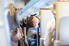 Signora che viaggia in treno Immagine Stock