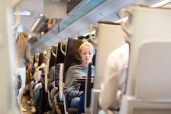 Signora che viaggia in treno Fotografia Stock Libera da Diritti