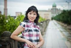 Signora cinese ad all'aperto, PutraJaya, Malesia dell'ufficio Fotografie Stock