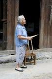 Signora cinese anziana a Daxu Fotografie Stock